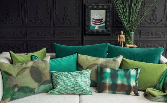 la couleur pantone de l ann e 2017 le vert greenery coussin sur canap. Black Bedroom Furniture Sets. Home Design Ideas
