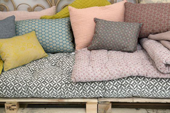 comment fabriquer un canap chic et pas cher accumulez. Black Bedroom Furniture Sets. Home Design Ideas